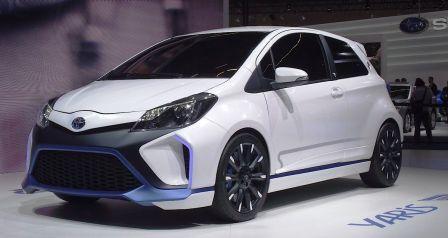 Женский автомобиль Toyota Yaris