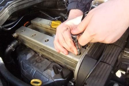 Подтеки масла на двигателе, причины и их устранение
