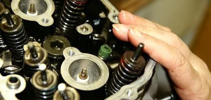 Поменять маслосъёмные колпачки своими руками