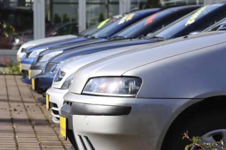 Какую машину можно купить за 100 тысяч рублей в России